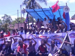 protestors gather in Sorong
