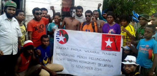 West Papuans in Nabire show their support for the launching of ILWP in the Netherlands. Many of those in this gathering were arrested and are now in jail.