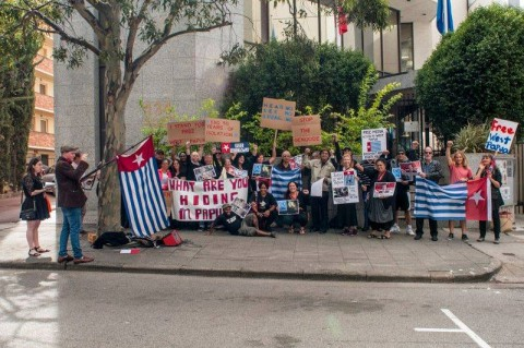 Free Wets Papua Campaign Perth protesting in front of the Indonesian Embassy