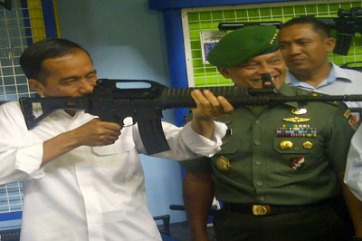 iNDONESIAN PRESIDENT WITHA GUN
