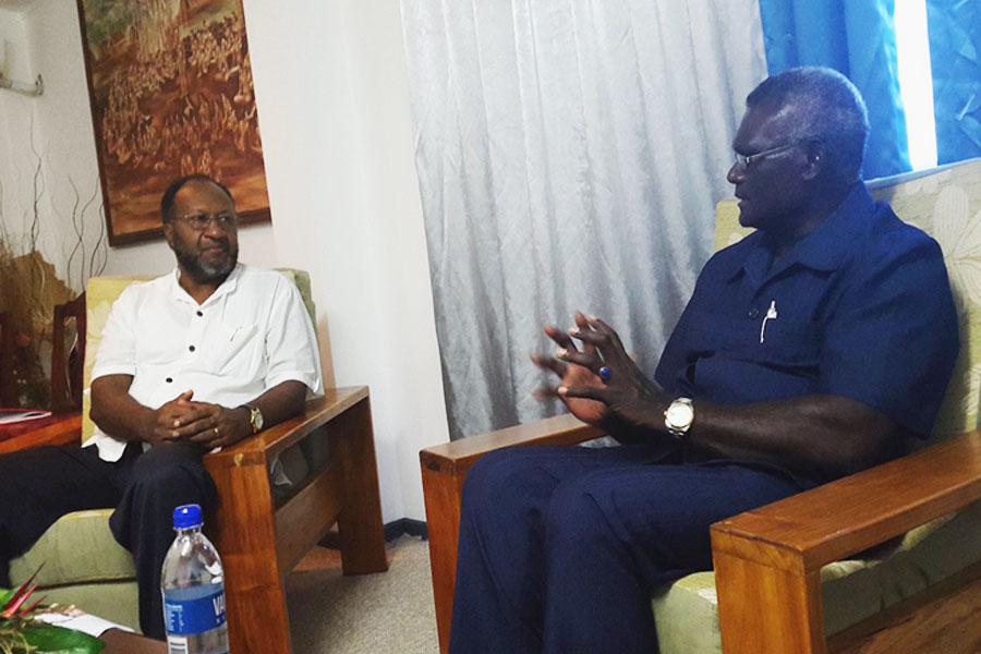 Prime Minister of Vanuatu, Hon. Charlot Salwai (left) meeting with Prime Minister of the Solomon Islands, Hon. Mannaseh Sogavare (right) in Honiara yesterday.
