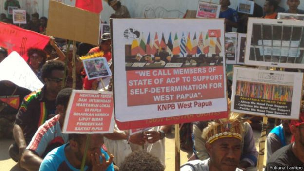 West Papuans in Wamena demonstrate in support of West Papua being rasied at ACP meeting2.jpg0wewew303