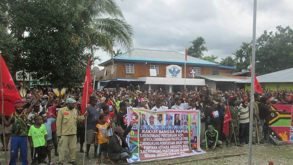 West Papuans in Wamena demonstrate in support of West Papua being rasied at ACP meeting2.jpg9392