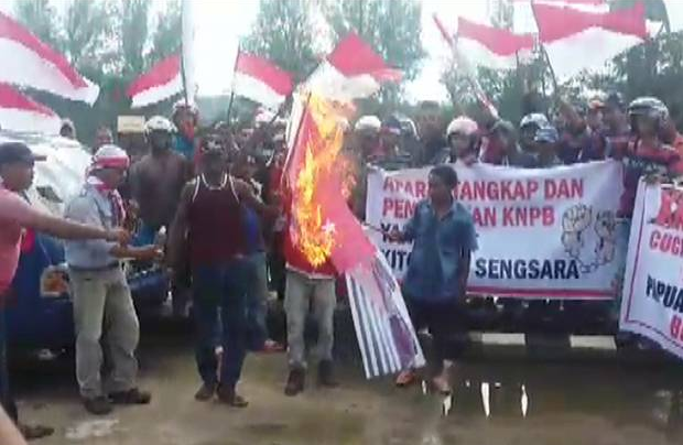Indonesian militia burning the West Papuan flag