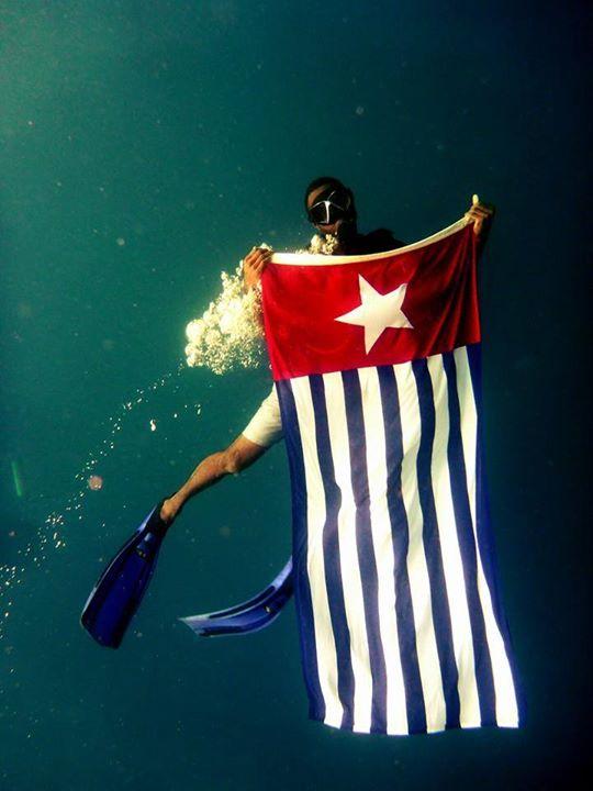 rifkin-kaloran-vanuatu-flag-west-papua-underwater