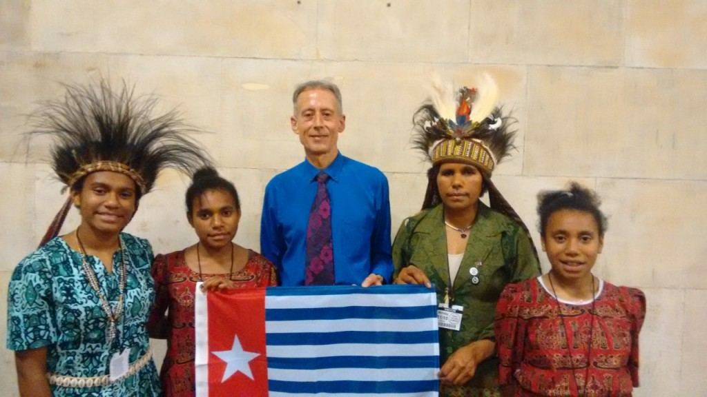 gandhi-peace-award-koteka-and-peter-tatchell